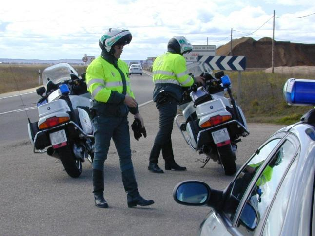 Motoristas de la Guardia Civil.