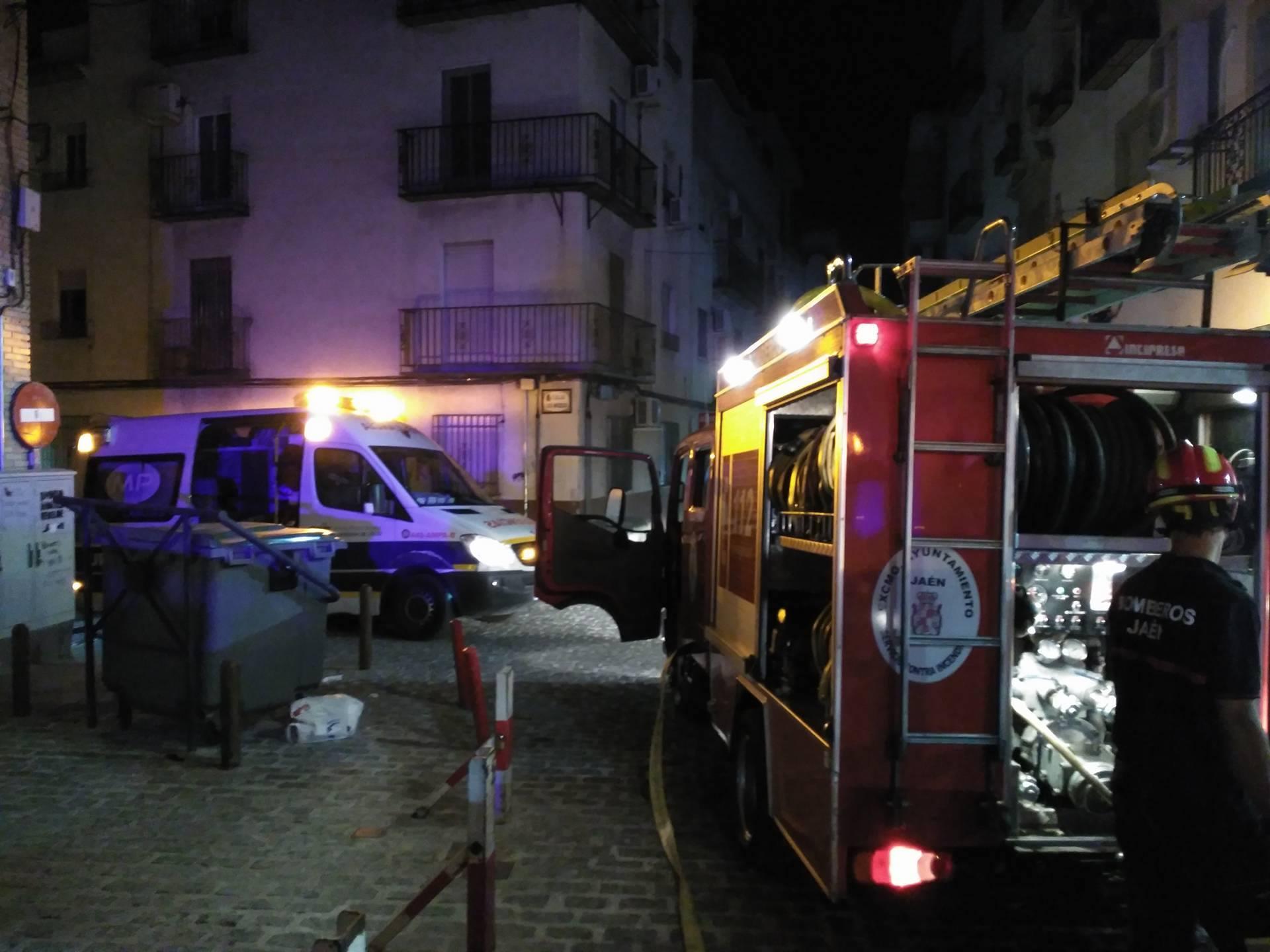 Intervención de bomberos de Jaén en un incendio.