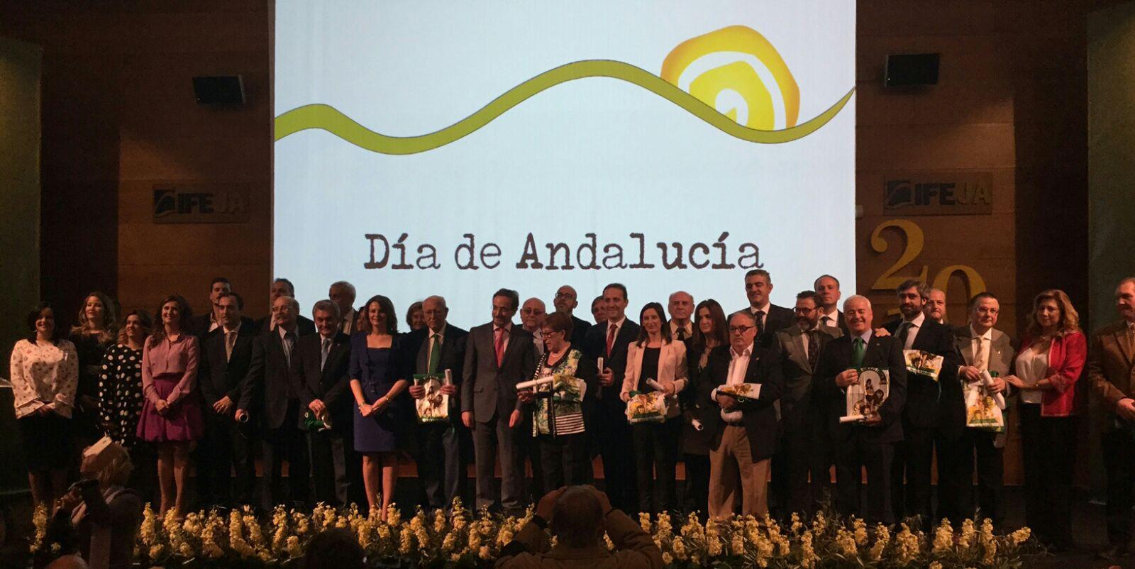Entrega de banderas de Andalucía durante 2017.