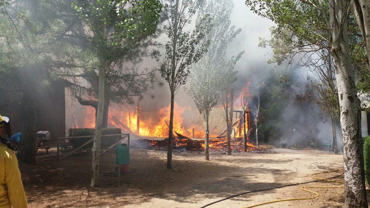 Incendio De Cabanas En La Zona Recreativa De Puente De La Herreria En Cazorla Hora Jaen