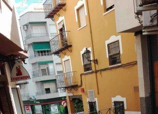 Estado de la calle Fernando IV en Jaén.