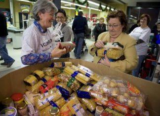 Recogida de alimentos para Cáritas en un Mercadona de Jaén