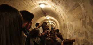 Escolares en el refugio antiaéreo de Jaén