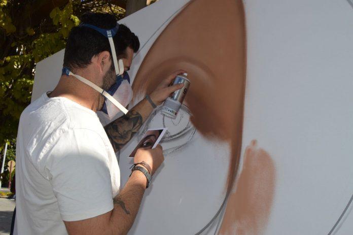 El artista Belin pinta un mural en Jaén