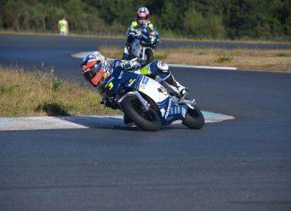 Jesús Torres encima de la moto en Pontevedra.