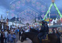 Agentes de la policía nacional en la feria de San Lucas de Jaén a caballo