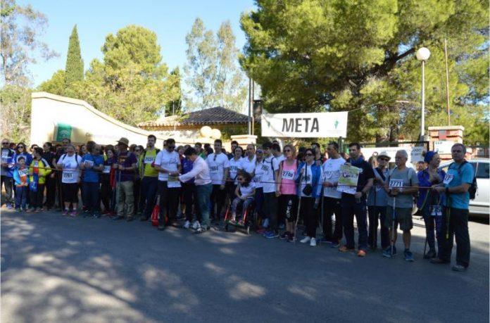 Unas doscientas personas participaron en la caminata solidaria de Aspace