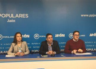 El secretario general del Partido Popular de Jaén, Francisco Palacios, junto a los vicesecretarios Roberto Moreno y María José Lara