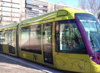 Tranvía de Jaén por la plaza de las Batallas.
