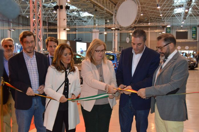 El presidente de IFEJA acompaña del delegado de Fomento, la subdelegado del Gobierno y la concejal de Promoción Turística inauguran el Salón Factory.