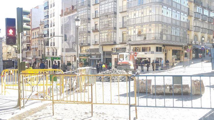 La plaza San Francisco cerrada al tráfico rodado por obras. FOTO: HoraJaén