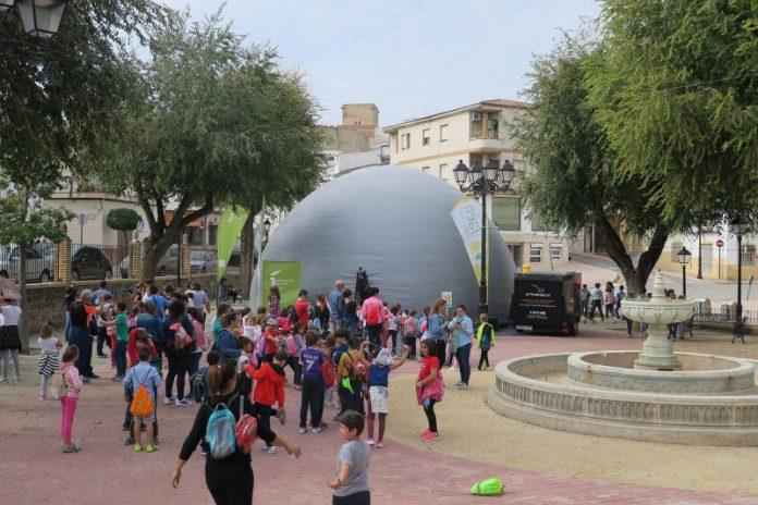 El Planetario móvil en Mengíbar.