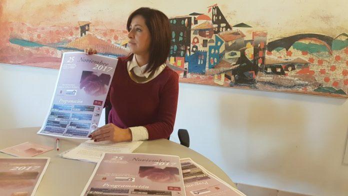La concejal de la Mujer del ayuntamiento de Úbeda presenta las actividades.