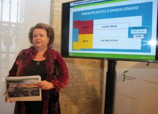 Pilar Parra, vicepresidenta de Diputación en la presentación de los presupuestos.