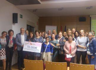 Entrega del cheque de los 10.000 euros de Ajicam al hospital de Jaén.