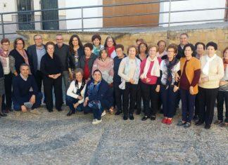 La delegada de Educación visita las nuevas instalaciones de los alumnos de educación permanente de Escañuelas.