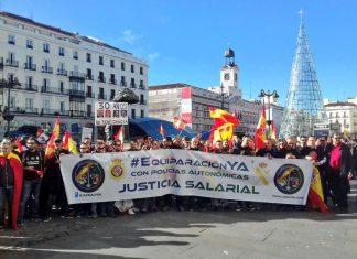 Manifestación de hoy en Madrid de policías nacionales y guardias civiles por la equiparación salarial.
