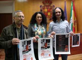 La concejal de Cultura, el director de la Escuela de Arte Flamenco 'El Tabanco', y el presidente de la Asociación Andaluza de Flamenco, presentan las actividades previstas.