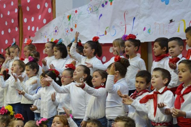 Alumnos del colegio Navas de Tolosa celebran el Día Mundlal del Flamenco.