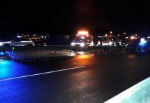 Servicios de emergencias trabajan en el accidente ocurrido anoche en la A-316 a la altura de Torredelcampo. FOTO: Iván Ballesteros