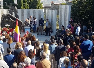Acto de represaliados por el franquismo en el cementerio de San Eufrasio.