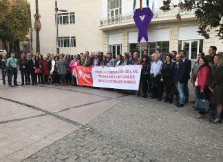 Concentración de alcaldes y portavoces del PSOE se concentran en subdelegación del Gobierno.