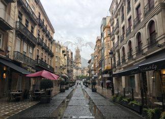 La calle Bernabé Soriano con las lluvias del día.