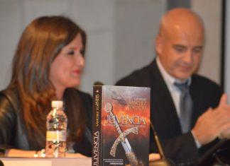 Luis Sánchez Tostado y la delegada de Educación en la presentación de Juvencia. FOTO: HoraJaén