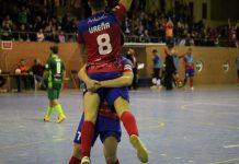 Los jugadores del Mengíbar Software DELSOL celebran uno de los goles del partido ante el Antequera.