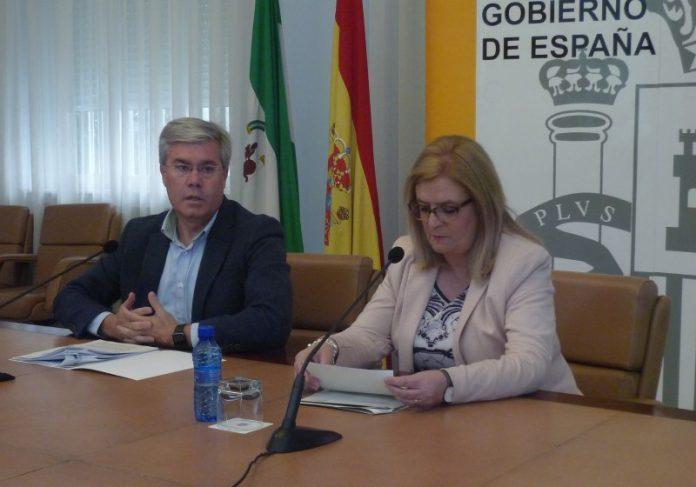El secretario de Estado de Hacienda con la subdelegado del Gobierno en Jaén, en rueda de prensa.