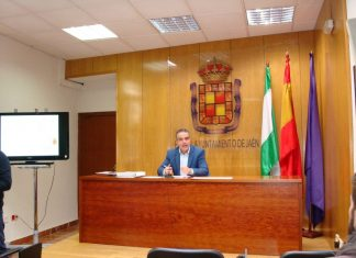 Juan José Jódar, concejal de Mantenimiento Urbano, presenta el nuevo plan de calles para el año que viene.