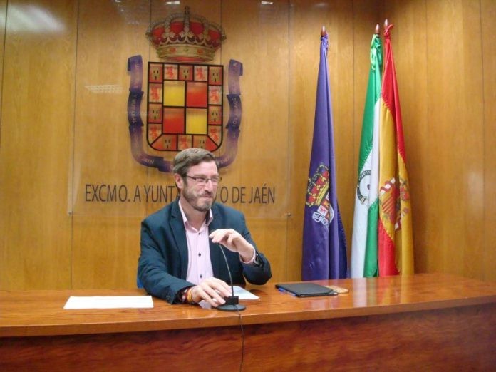 Miguel Contreras en rueda de prensa informa sobre la RTPMiguel Contreras en rueda de prensa informa sobre la RTP