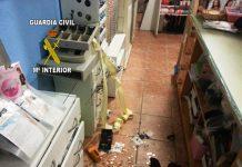 Imagen de los destrozos causados en uno de los puestos del mercado.