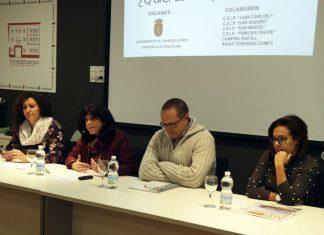 La alcaldesa Paqui Medina presenta el programa Escritores Noveles.
