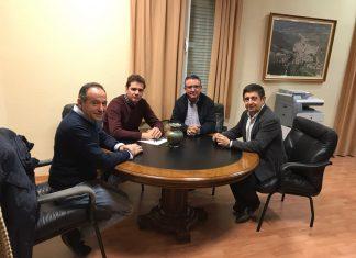 El secretario provincial del PSOE con el ex alcalde de La Puerta de Segura y el secretario de Organización y el que será el nuevo alcalde.