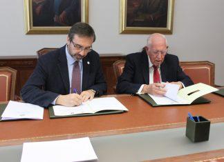 El Rector de la Universidad de Jaén, Juan Gómez Ortega, y el presidente de la Fundación Caja Rural de Jaén, José Luis-García Lomas.