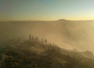 Vecinos de Huesa colaboran en la extinción de un incendio en Sierra del Caballo.