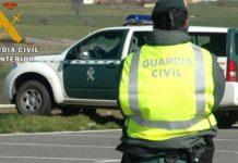 Agentes de la Guardia Civil buscan al hombre que se llevó a sus tres hijos.