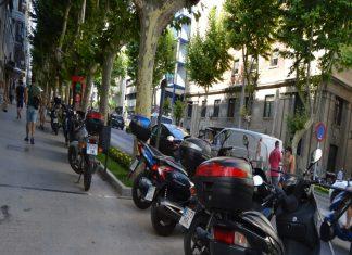Motos aparcadas en Paseo de la Estación. FOTO. HoraJaén