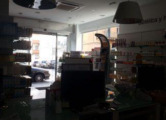 Una de las farmacias de Peñamefécit sin electricidad. FOTO: HoraJaén