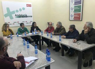 Reunión de concejales socialistas con vecinos de Los Puentes.