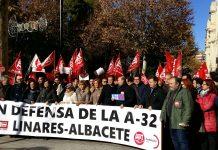 Miembros de UGT de Jaén defienden en Albacete la terminación de la A-32 desde Linares.