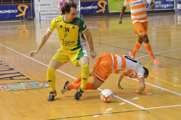 El argentino Alan Brandi en una jugada del Jaén Paraíso Interior.
