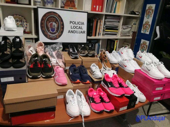 Prendas deportivas incautadas por la Policía Local de Andújar al ser falsificadas.