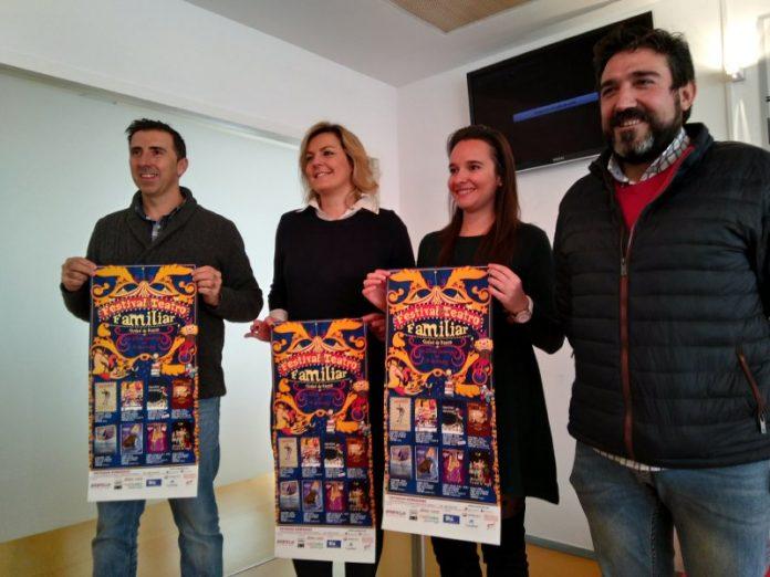Rocío Poza, concejala de cultura, Lola Marín, alcaldesa de Baeza y los responsables de Pópulo