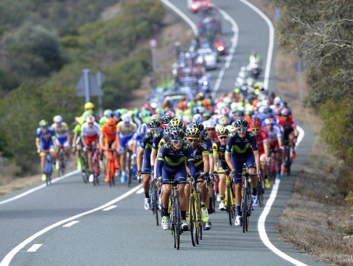 Pelotón ciclista de la Vuelta a Andalucía. FOTO: Organización