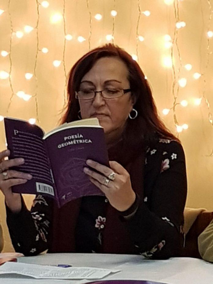 Lola Ginel en la presentación del libro.