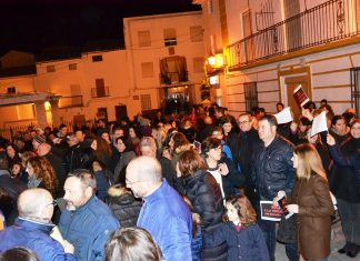 Manifestación anoche en Escañuela para protestar por la futura orujera.