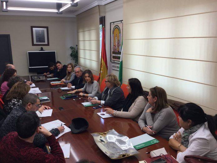 Reunión de la delegada con responsables municipales para la entrega de las ayudas para políticas migratorias.