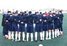 Jugadores del Real Jaén guardan un minuto de silencio.